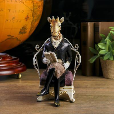 """Статуэтка """"Жираф в камзоле в кресле с газетой"""""""