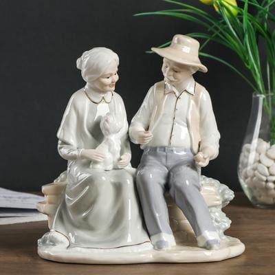 """Статуэтка """"Дедушка с бабушкой на лавочке с пёсиком"""""""