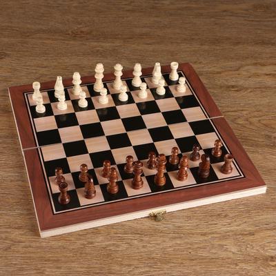 Шахматные фигуры в пакете